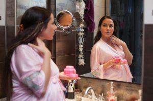 Можно ли беременным пользоваться косметикой