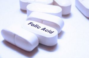 В зависимости от того,для чего назначается фолиевая кислота при беременности, меняется и ее дозировка