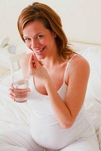 Фолиевая кислота для беременных назначается и с лечебной, и с профилактической целью