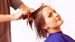 Не существует определенных сроков, когда стричь волосы при беременности