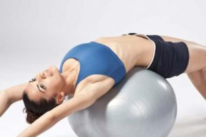 Боль в спине после родов помогут снять специальные упражнения