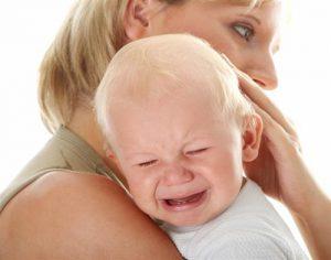 Высовывать язык ребенок может и при некоторых заболеваниях