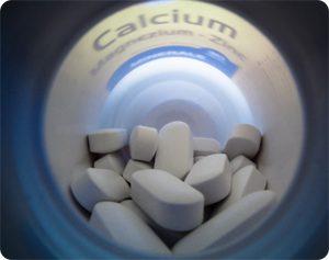 кальций и прочие витамины при беременности можно принимать толкьо по назначению врача.