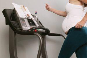Занятия спортом во время беременности во многих случаях полезны