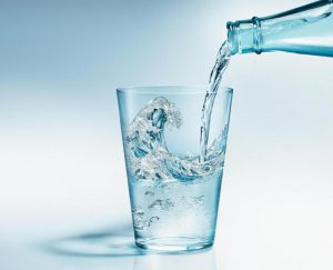 Утолять жажде при беременности лучше всего водой или натуральным соком