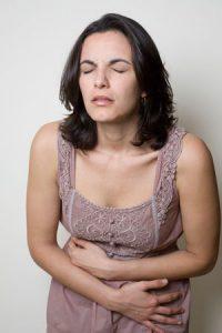 Если крутит живот на раннем сроке беременности, лучше обратиться к врачу.