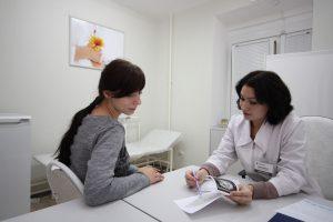 При появлении боли внизу живота на раннем сроке беременности лучше всего обратиться к врачу
