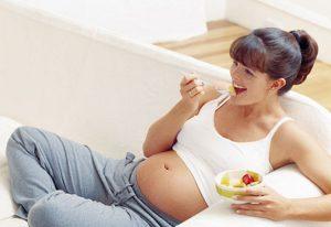 Если возникает тяжесть в желудке, стоит придерживаться диеты