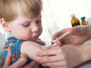 Для профилактики дифтерии у детей применяется вакцинация