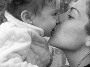 Заражение хламидиозом у детей происходит двумя путями