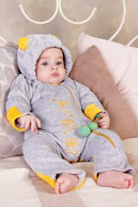 Модная одежда для младенца