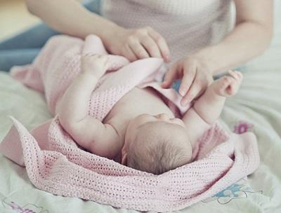 Как ухаживать за новорожденным в первый месяц