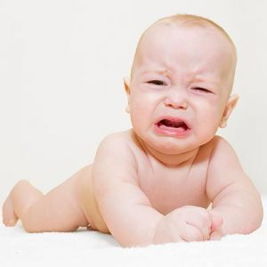 Ребенок плачет у него стоматит