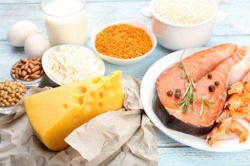 Мясо рыбы считается главным источником витамина Д, но новорожденные дети не готовы к салатам с тунцом, поэтому им он дается в форме капель.