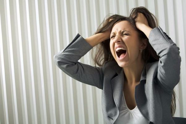 Женщина раздраженна