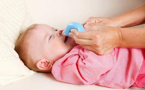 чем промывать нос новорожденному ребенку