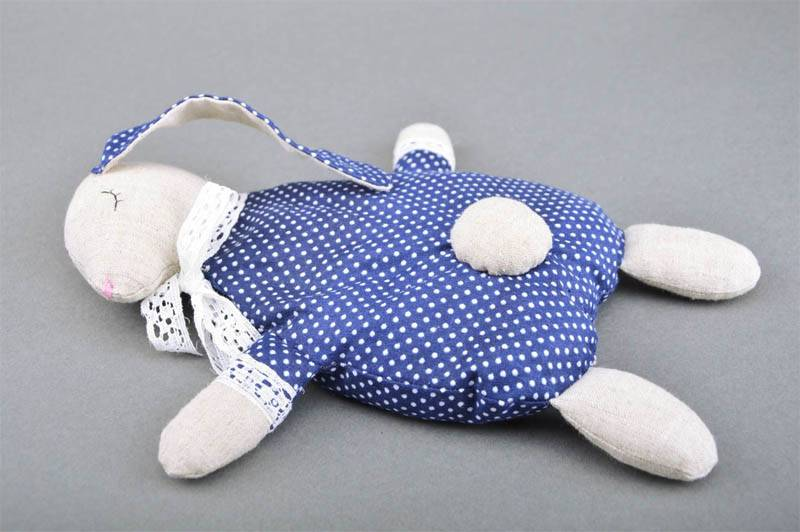Вишневые косточки в детских грелках развивают мелкую моторику ребенка