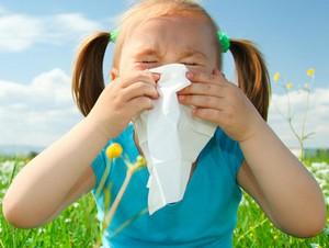 У девочки аллергический насморк