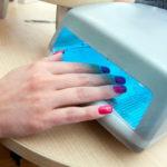 Почему гибридная лампа для маникюра ногтей может спровоцировать рак кожи?