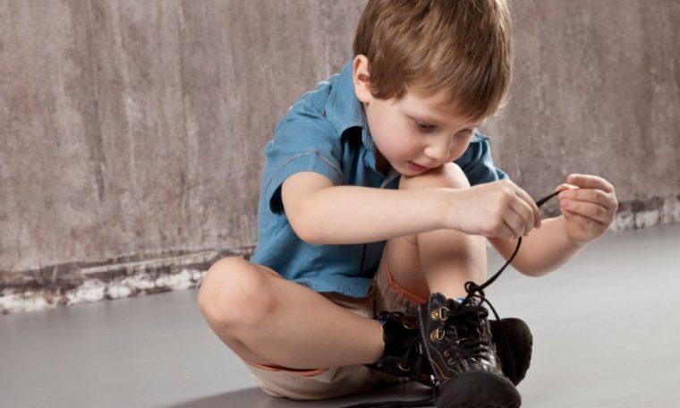 Как научить ребенка завязывать шнурки быстро и просто