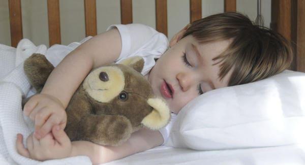 ребенок не спит в своей кроватке