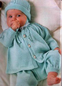 koftochka-dlya-novorozhdennogo-spitsami-ot-0-3-mesyatsev-opisanie-i-shema-reglan-sverhu5c5af0e321f39 Вязание спицами для новорожденных - описание, схемы, мастер-класс и фото идеи