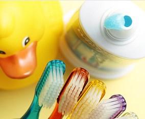 как научить ребенка чистить зубы в 2 года