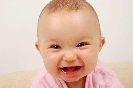 В каком возрасте дети начинают улыбаться
