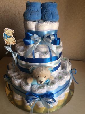Торт с дополнительными предметами