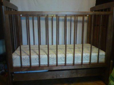 Перекрасить кровать порой просто необходимо, иначе она напоминает клетку.