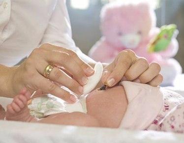 Обработка пупка младенца