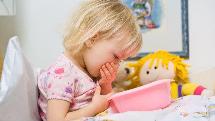 У ребенка рвота и понос: причины такой симптоматики, на что следует обратить внимание и как проводить лечение