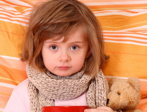 У девочки болит горло