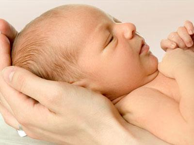 Маленький родничок у новорожденного