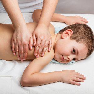Втирание мази в грудь ребенку