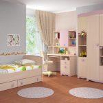 Раздетение на зоны с помощью обоев в детской комнате