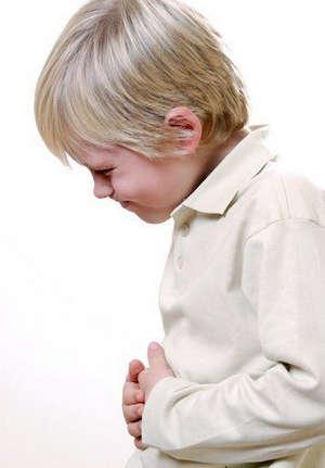 У мальчика болит живот