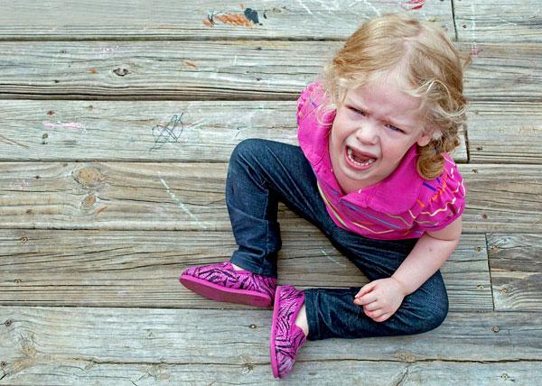 В таких ситуациях родители должны успокоить ребенка другими методами.