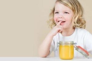 Мед способствует укреплению иммунитета и повышает остроту зрения