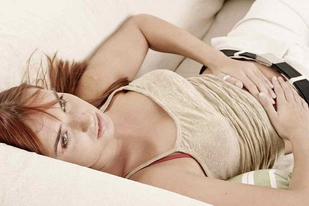 женщина и водянистые выделения при беременности на ранних сроках