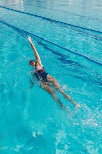 до полного сокращения и закрытия матки занятия Аквааэробикой и плаваньем запрещены.