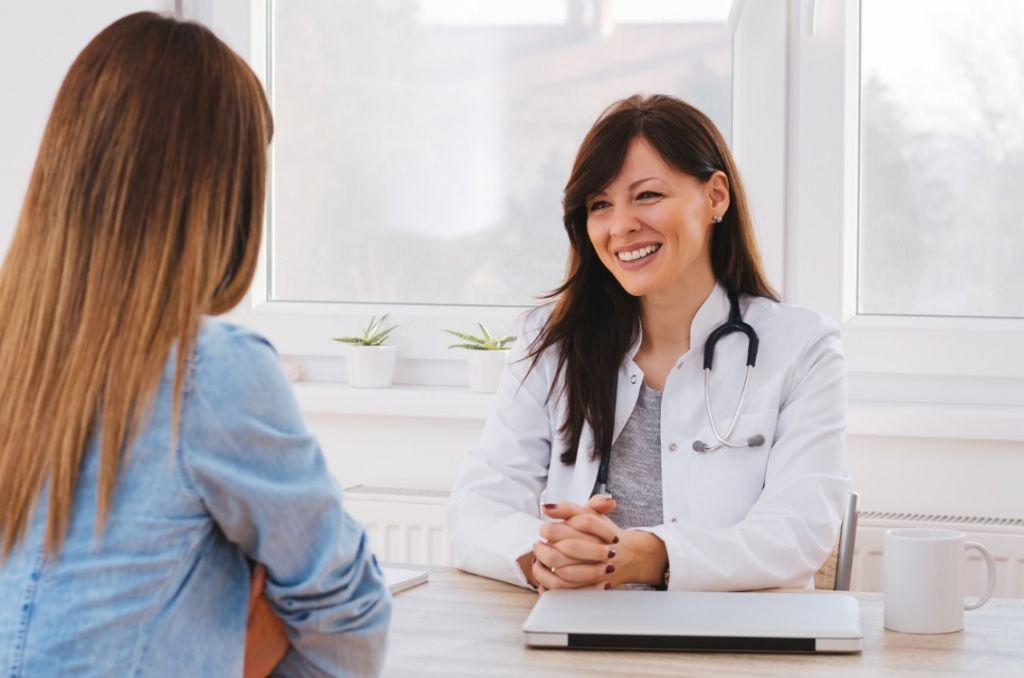 Посещение гинеколога необходимо через 2 месяца после кесарева сечения