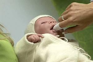 Чистка зубов и полости рта маленькому ребёнку салфетками для гигиены полости рта ЗубкиЧистки.