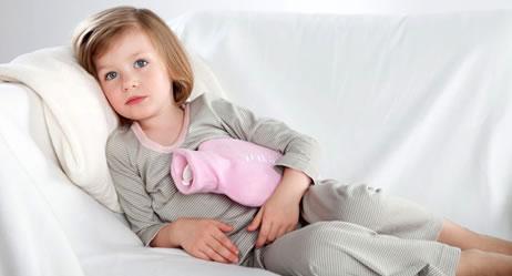Боли в животе у ребенка, сопровождаемые поносом: этиология и первая помощь