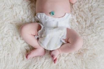 Как обрабатывать пупок новорожденного ребенка