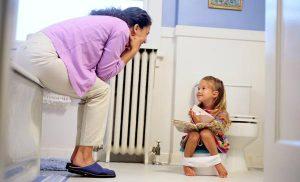 ребенок боится ходить в туалет
