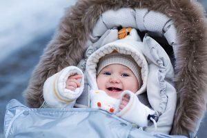 Прогулка с новорожденной девочкой